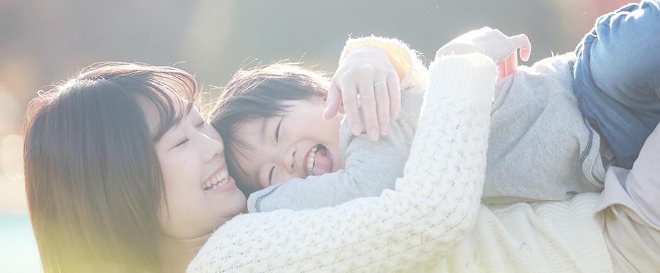 おんぶをせがむ子どもたち「愛のかたち」とは?